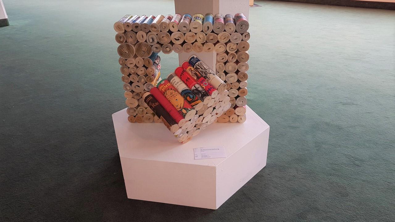 Volker Riemenschneider - Buch- und Papierskulpturen - Rollenverschiebung